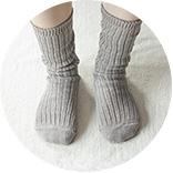 4.コットンやウールの先丸靴下を履きます。