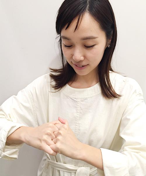 指の付け根と第二関節の間
