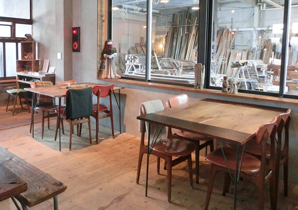 カフェと古材屋