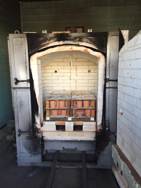 窯の重い扉