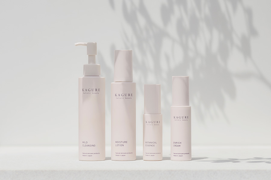 「私らしさを叶える肌へ」<br>肌本来の力を高め、自立した肌を育てるKAGURE holistic beautyシリーズが、より現代の環境や女性の肌に合わせた処方にリニューアル。